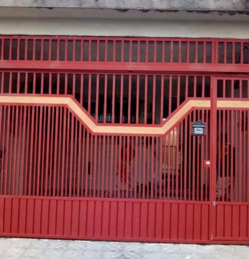 Portão com detalhe em madeira MDC-030