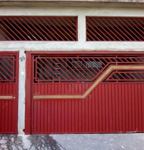 Portão com detalhe em madeira MDC-031